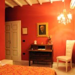 "White and red mix in harmony in the furnishings of the ""Stanza del Cardinale"""