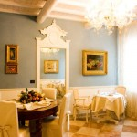 The breakfast room: the pleasant atmosphere here  gives a good start to your day